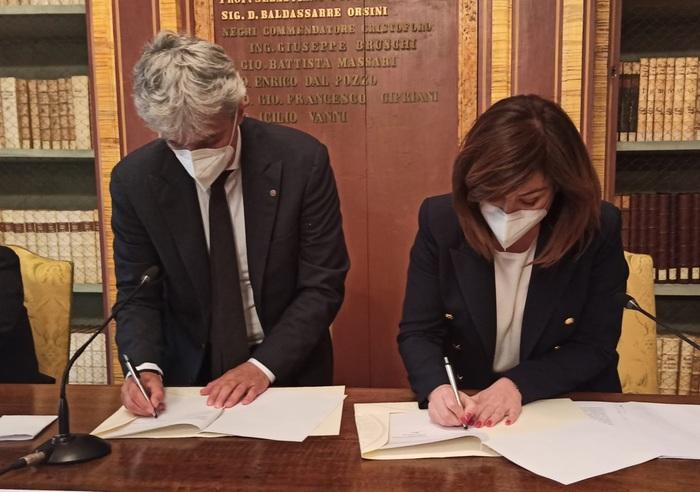 La firma dell'accordo tra Sciurpa e Oliviero