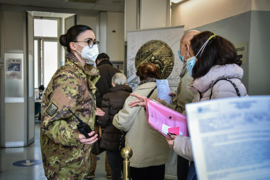 In fila per la vaccinazione