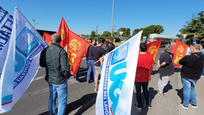 La protesta degli operai della Savit