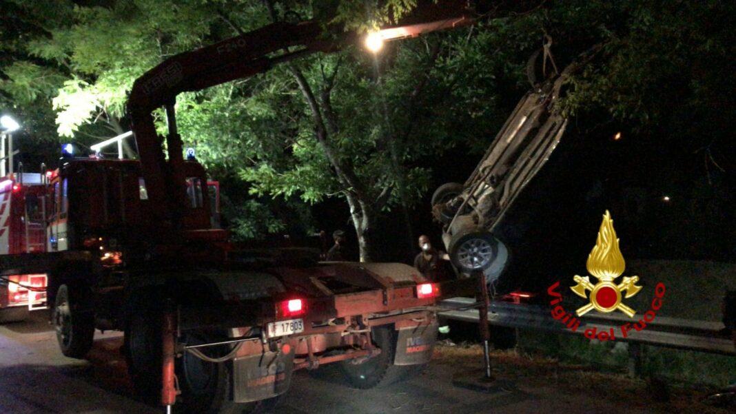 L'auto recuperata dai Vigili del fuoco