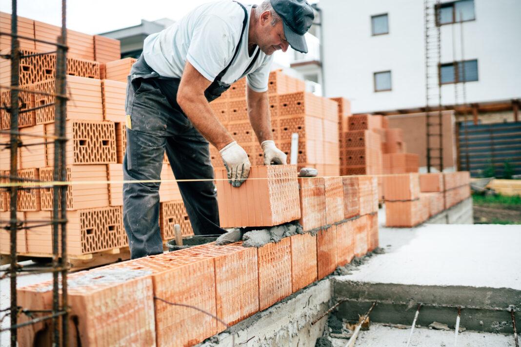 Un muratore