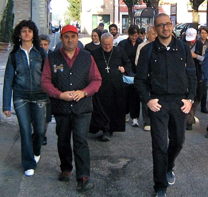 Il cardinale Gualtiero Bassetti durante la processione del Corpus Domini